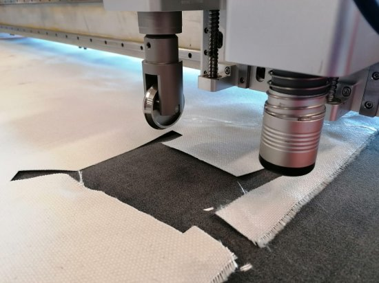 Cutting options with a board plotter