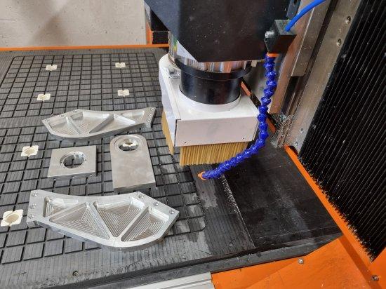 Portálová CNC frézka na hliník